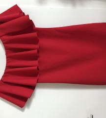 Crvena haljina sa spuštenim ramenima