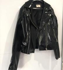 Lakirana kozna jakna
