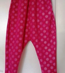 Neon pink hlače na točke