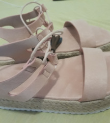 Ruzicaste sandale
