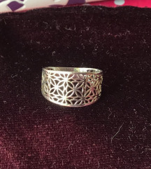 Prsten s ornamentima