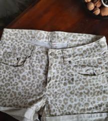 Kratke ljetne hlačice s uzorkom