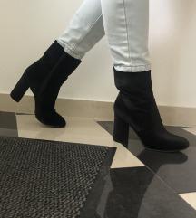 NOVE crne čizme na petu
