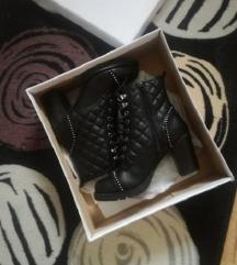 Nove Catwalk čizme-gležnjače 36