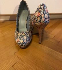 Cipele s cvjetnim uzorkom
