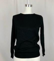 Crni džemper s otvorenim leđima