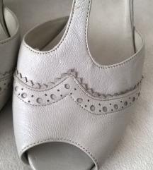 38 nove sandale