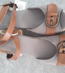 Prodajem nove sandale