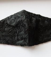 Ručno rađena crna satenska vezena maska za lice