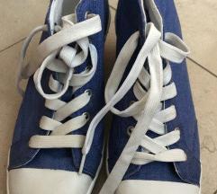 Akcija! Traper cipele kao starke na punu petu