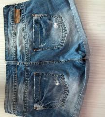 Kratke jeans hlačice,Bershka