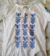Bijela bluza s motivom