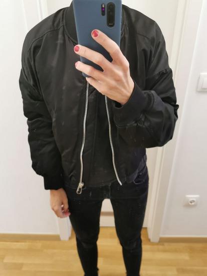 Zara crna kratka bomber jakna