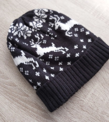 Crna ženska pletena kapa