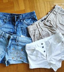 Lot kratkih traper hlača