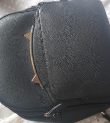 Očuvan crni ruksak