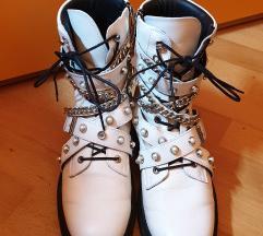 Zara bijele čizme