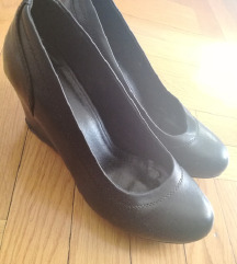 Zenske cipele na petu