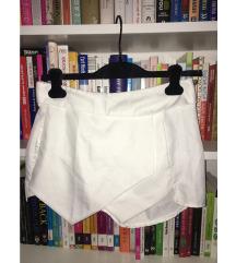 Ženske kratke hlaće a la suknja