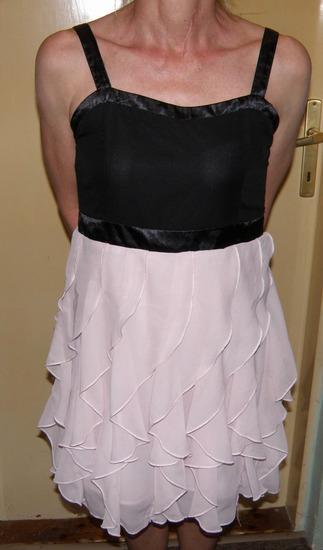 haljina sa volanima