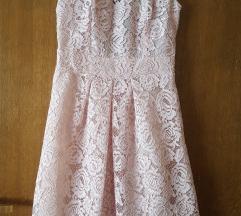 Čipkasta nježno roza haljina