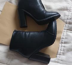 NOVE cizme visine 12cm velicine 40