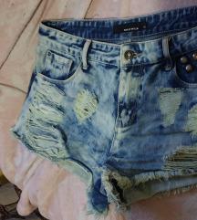 Kratke hlačice (poštarina uključena)