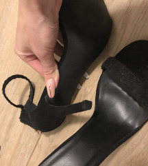 Crne otvorene sandale na petu