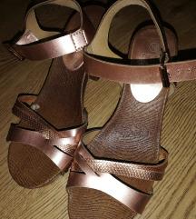 Ženske sandale crne i zlatne 38