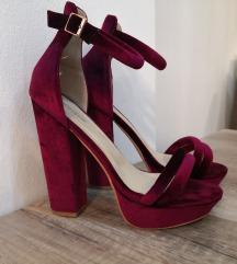 Bordo sandale na petu