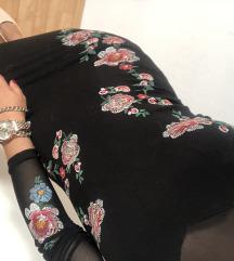 Crna s cvijećem haljina