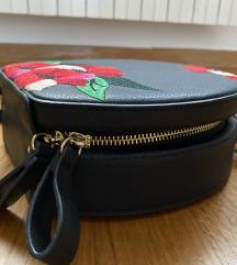 ZARA crna torba s cvjetovima