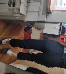 nove crne visoke mom fit jeans