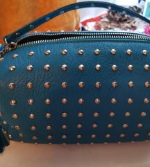 Mala tirkizna stud torbica