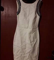 Bijela uska haljina sa metalnim perlicama