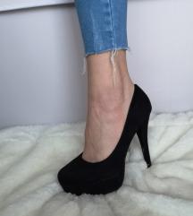 Crne cipele na petu / štikle