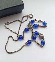 Vintage ogrlica sa plavim perlama