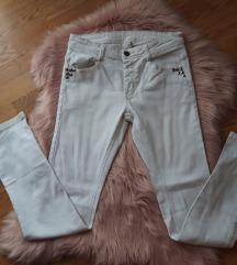 Nove bijele traperice!