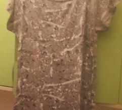 Siva majica sa svijetlim uzorkom
