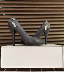 Crne kožne cipele s tankom petom