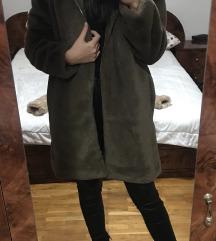Smeđi krzneni kaput