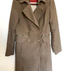Bež kaput sa zlatnim detaljima - MANGO suit
