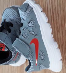 Nike tenisice br 18,5