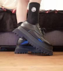 Crne cipele na platformu