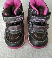 Čizmice za zimu i Nike tenisice