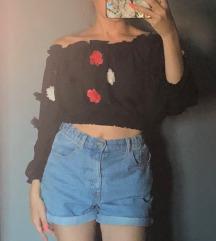 Crni top s 3d cvjetićima
