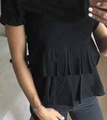 Crna majica sa volanima
