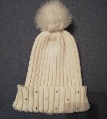 Bijela zimska kapa
