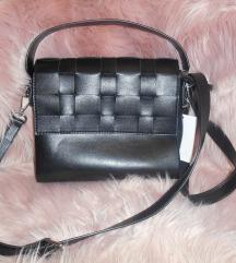 Crna torba nova s etiketom