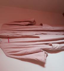 Veliki široki roza ogrtač